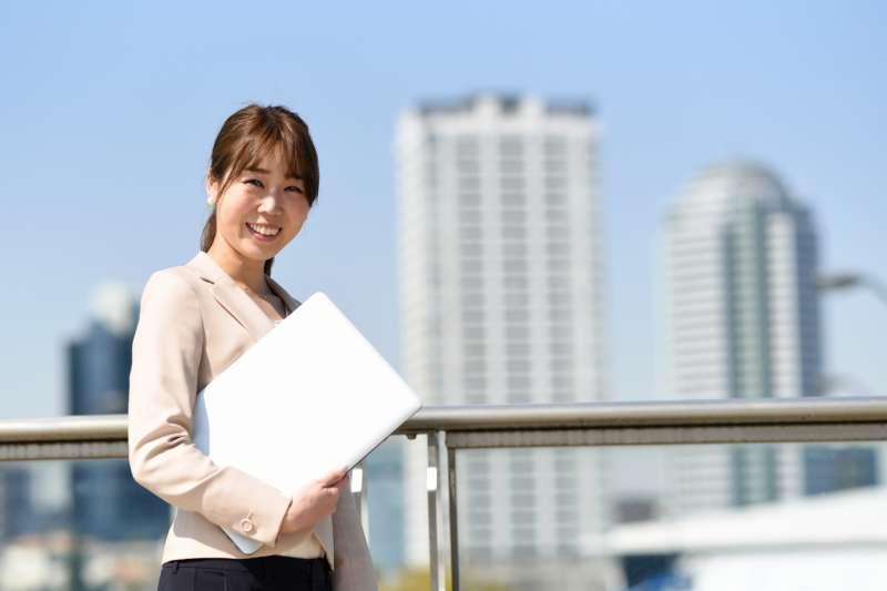 身為女性要如何才能在職場中闖出一番成就,並獲得高薪呢?(示意圖非本人/取自photoAC)
