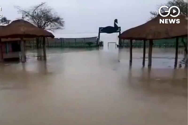 布拉馬普特拉河(BrahmaputraRiver)上週末在阿薩姆省決堤,淹沒2000多個村莊。(圖/截自GoNewsIndia官方twitter)