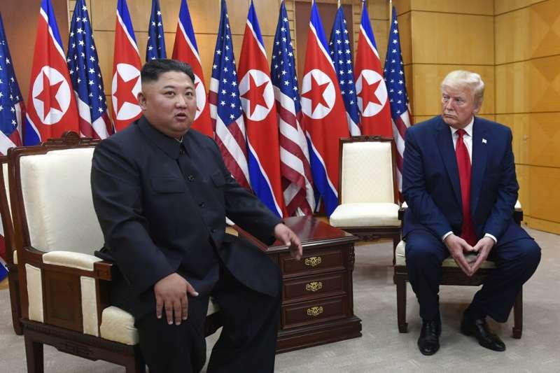 金正恩與川普2019年6月30日在韓國非軍事區的板門店自由之家舉行會談。(美聯社)