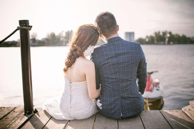 若《民法》修正通過,18歲就能自行結婚,不用父母同意。(示意圖/pixabay)