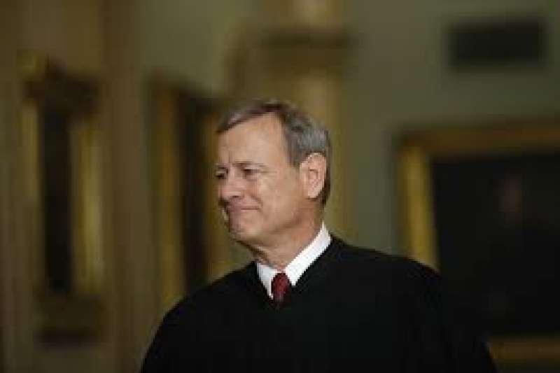 美國聯邦最高法院首席大法官羅伯茲支持自由派大法官,裁定路易斯安那州限制醫師執行墮胎手術的法律違憲(美聯社)