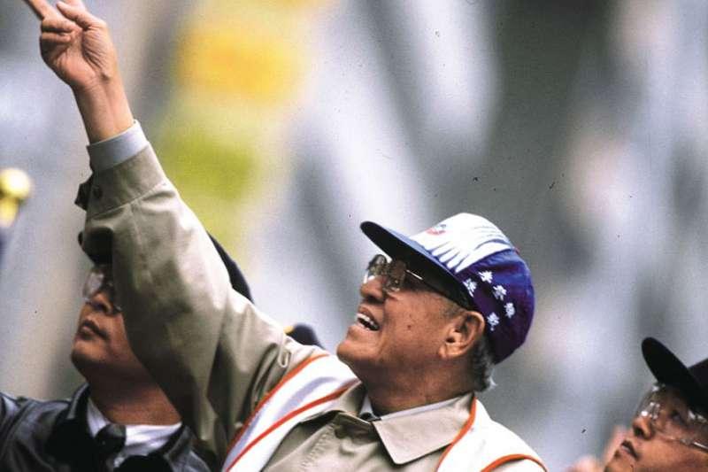 李登輝參選1996年競選總統,以「第一位台灣人總統」成功稀釋民進黨的動員。(新新聞資料照)