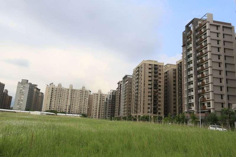國內房子趨於飽和,房價卻沒下跌,淡海新市鎮重劃區空屋率超過30%。(柯承惠攝)