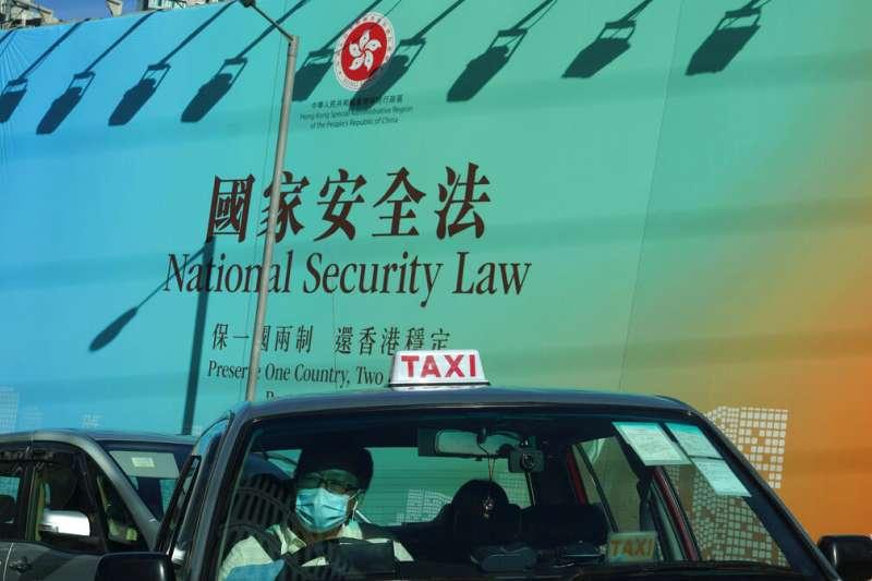 北京與港府不斷宣傳港版國安法「懲治極少數、保護大多數」。(美聯社)