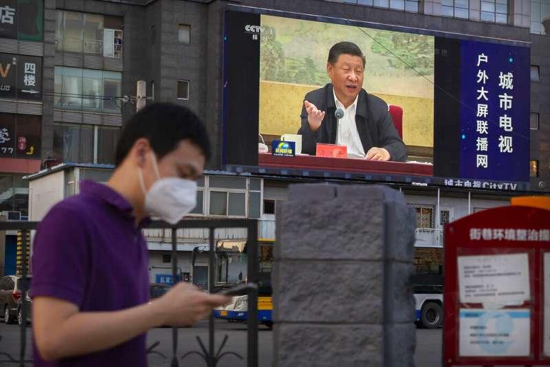 習近平6月30日在北京發表談話,當天中國人大批准了港版國安法。(美聯社)