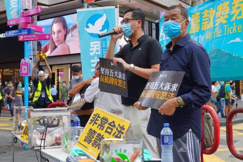 雖然被北京認為是「禍國亂港分子」,《蘋果日報》創辦人黎智英依舊不放棄上街反對「國安惡法」。(美聯社)