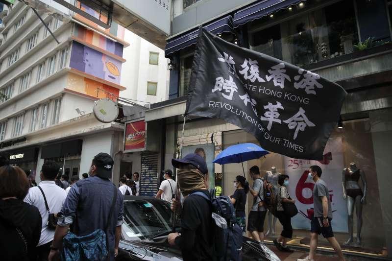 2020年7月1日,「港版國安法」正式生效,仍有許多香港市民走上街頭(AP)