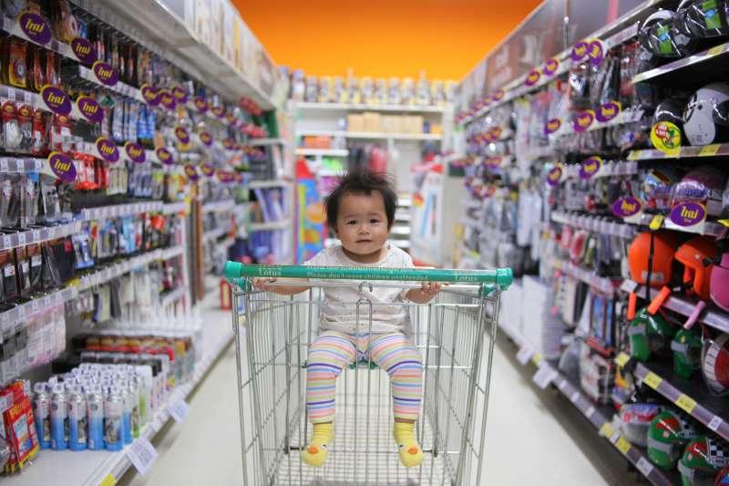 家中小孩沒有信用卡,怎麼把振興三倍券發揮最大化效益呢?(圖/取自Unsplash)