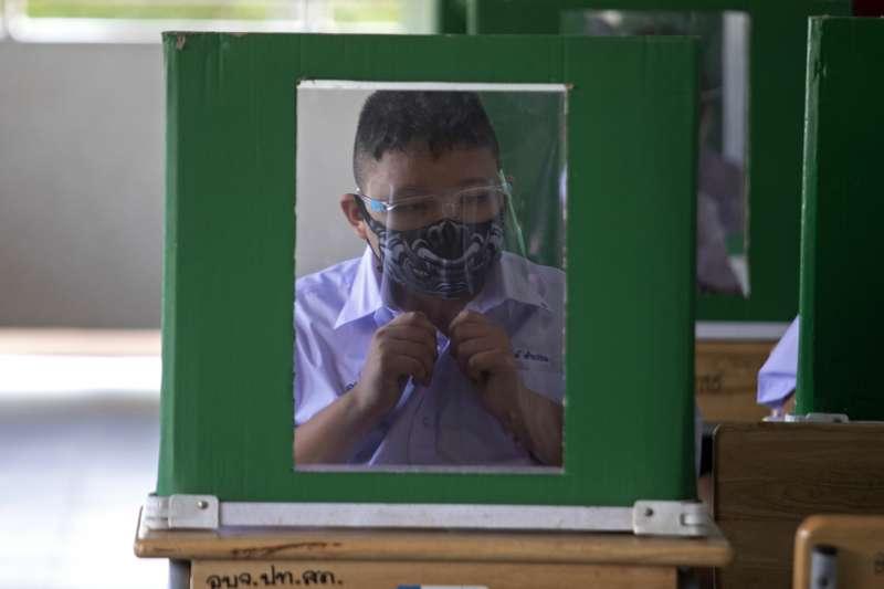 泰國近期逐步解封,7月1日起允許學生返回校園上課(美聯社)