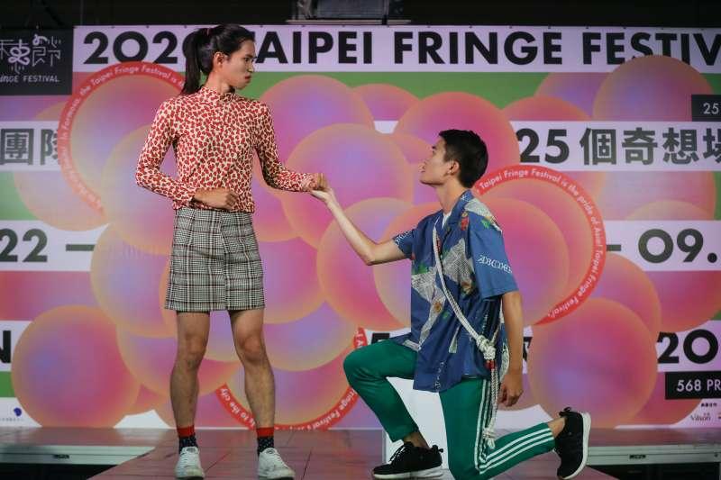 20200701-「不然,B計畫」融合馬戲與莎劇,以《古典派的SM-巴洛克花園》呈現馴悍記的片段。(北藝中心提供)