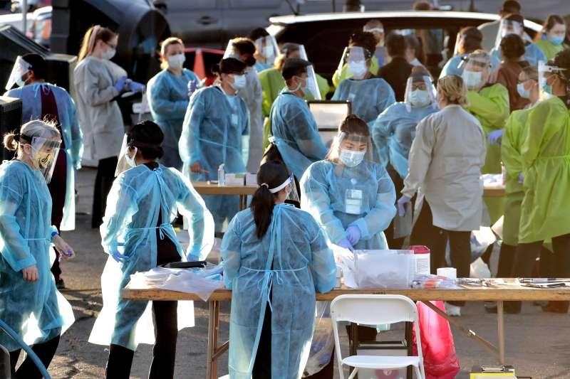 2020年7月,美國新冠肺炎疫情持續惡化,亞利桑納州進行大規模病毒篩檢(AP)