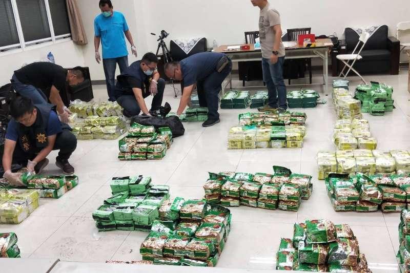 高雄地檢署去年底接獲海巡署艦隊分署通報,「日翔12號」接駁毒品入境上岸,查獲二、三級毒品,毛重合計761.2公斤。(海巡署提供)