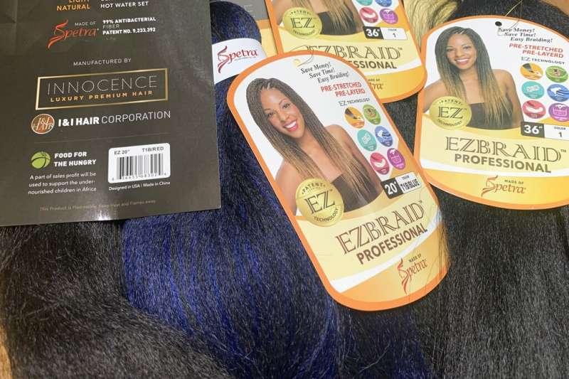 美國紐約7月1日查扣一批來自中國新疆的假髮製品,懷疑是由再教育營內關押者的頭髮製成。(AP)