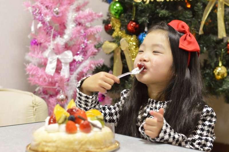 你知道其實許多台灣人愛吃的布丁、蛋糕、舒芙蕾都有可能會引發過敏嗎?(圖/取自photoAC)