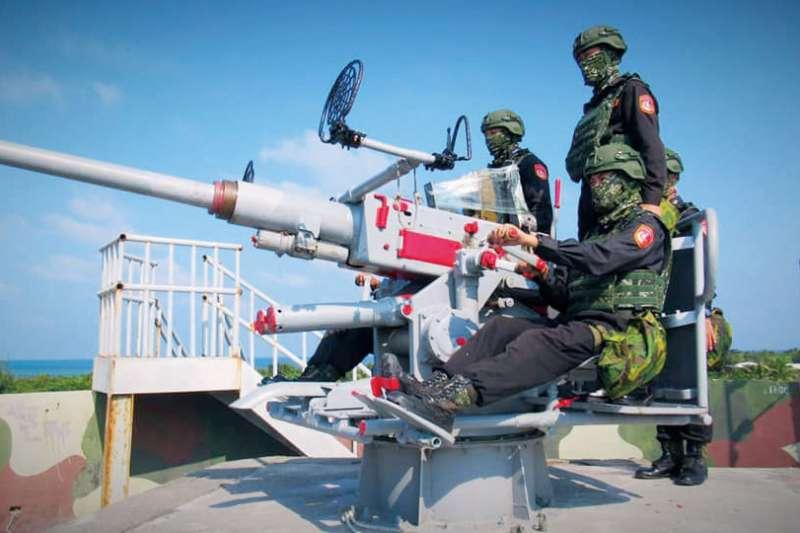 在東沙的海巡,軍力恐難以應付南海各國爭端。(翻攝自海巡署東南沙分署臉書)