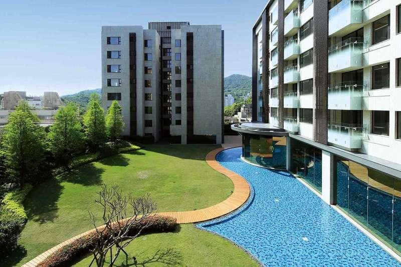 「潤泰京采」8樓設置了667坪空中花園。多元的生活機能是一大賣點。(翻攝自潤泰精采網站)