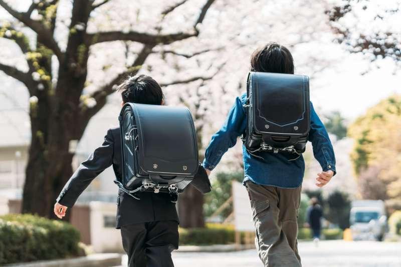 專家認為,如果家庭年收入沒有超過200萬,最好還是別考慮讀私立學校。(示意圖/mapo@photoAC)