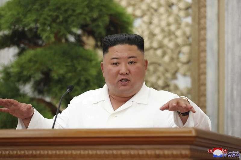 北韓疫情。北韓領袖金正恩多日來首次露面,要求官員嚴格執行防疫工作。(AP)