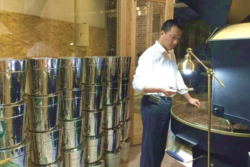 咖啡產業在台灣的產值高達800億元,「赫曼咖啡」創辦人王進忠利用商業模式進行產業升級,一步步用商業的方法建立自身事業。(作者提供)