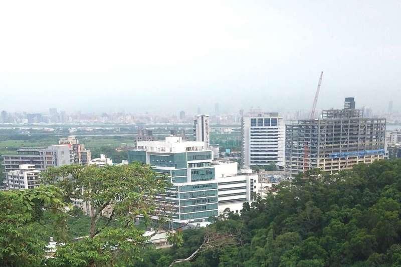 看準辦公大樓供給商機,中華賓士集團有意於北投關渡科技工業區打造「中華賓士AUTO CENTRE」台北汽車城。(林瑞慶攝)