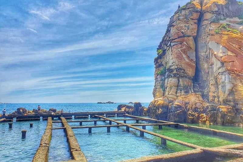 奇岩、藍天、碧海,野柳九孔池景觀美不勝收。(圖/IG@ h_s5.2)