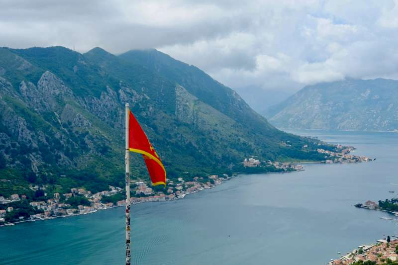 2020年7月2日,蒙地內哥羅通過同性伴侶法,成為巴爾幹半島第一個承認同性伴侶的國家。圖為蒙地內哥羅海港城市科托。(Wladislaw Peljuchno@Unsplash)