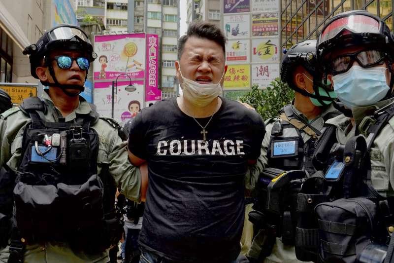 2020年7月,香港警方強力鎮壓反對「港版國安法」市民。(AP資料照)