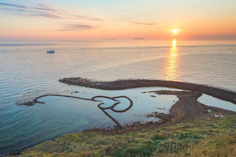 天然而成的特殊地形,來澎湖必看的自然景觀-玄武岩。(圖/交通部觀光局)
