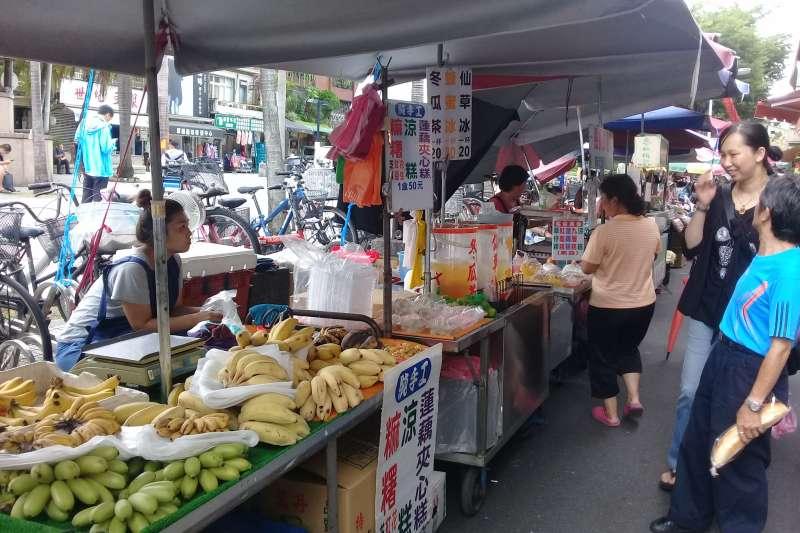 20200706-雙連捷運站旁的民生西路45巷市集,已經跟文昌宮形成雙連的特色文化,但市政府卻要求攤商7月15日淨空,攤商訴求希望保留。(資料照,朱淑娟攝)