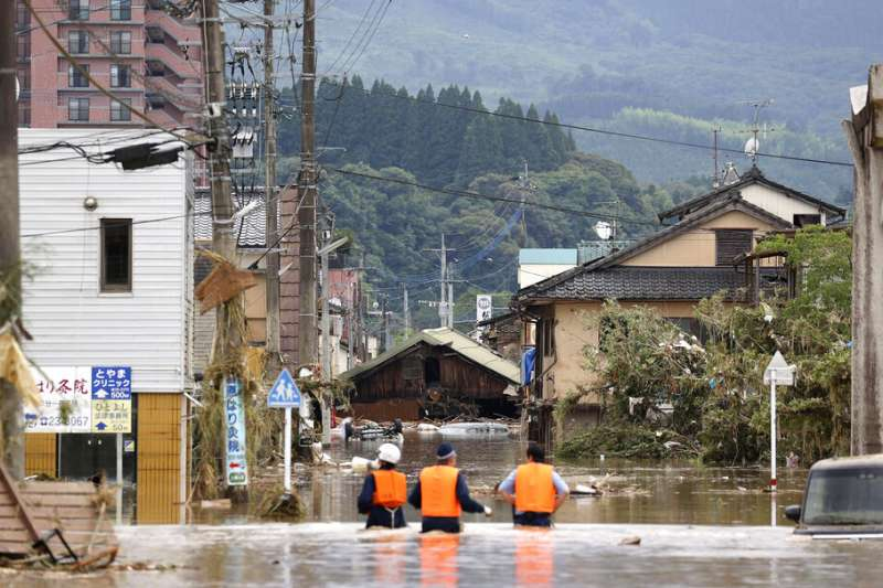 日本九州近日降下豪雨,熊本縣災情最為慘重,至少41人罹難。(美聯社)