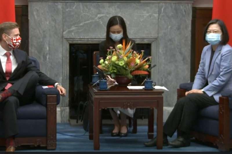 蔡英文總統今(7)日上午接見加拿大駐台北貿易辦事處代表芮喬丹(Jordan Reeves)。(總統府提供)