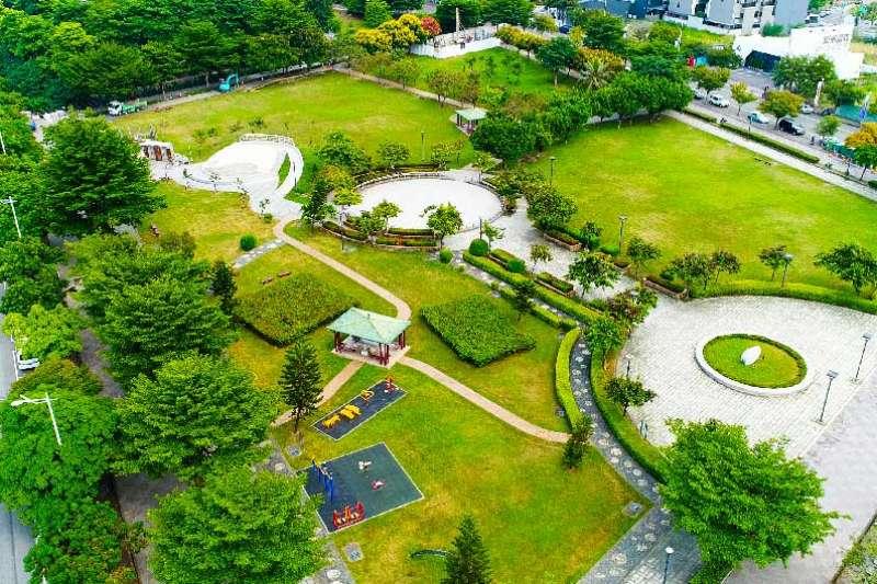 櫻花櫻雄榜所推出的建案坐擁萬坪運動場域,讓生活親近大自然。(圖/富比士地產王提供)