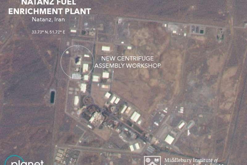 伊朗中部納坦茲核電廠2日凌晨2時06分發生大規模爆炸,其中一棟建築被燒成廢墟。(AP)