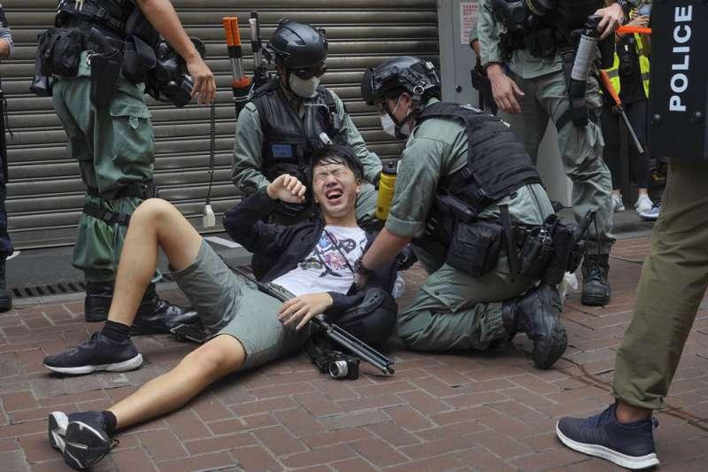 未來中國的國安、公安人員可光明正大地到香港執法。(美聯社)