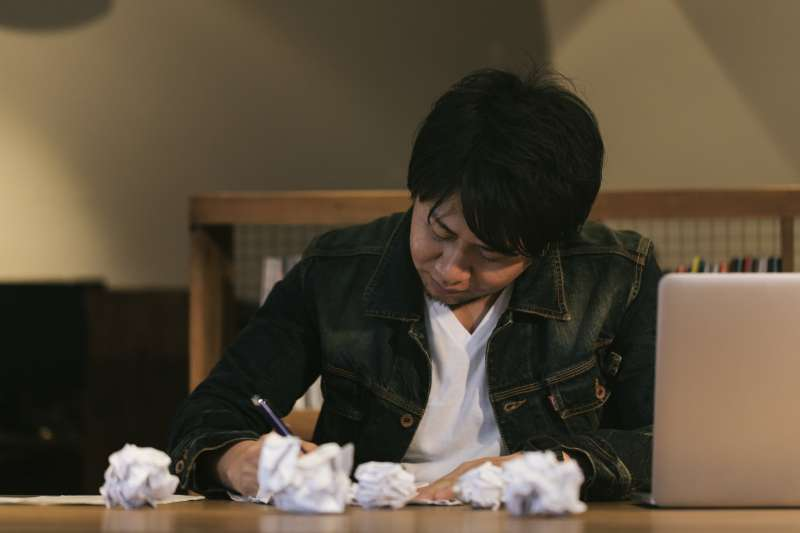 不要再把出書當成夢想了,它只是一樁牽連甚廣的工作。(圖/pakutaso)