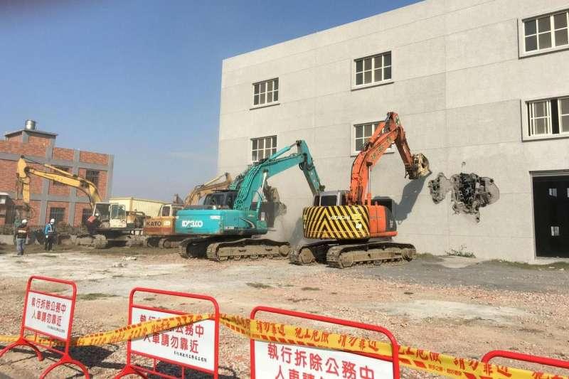 20200708-彰化拆農地違章工廠。(地球公民基金會提供)