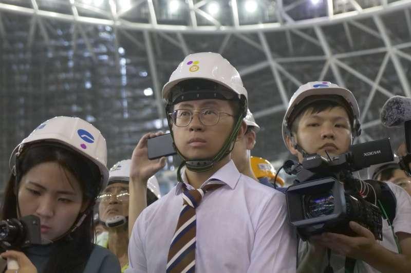 網紅「呱吉」、台北市議員邱威傑表示,市府與遠雄估計大巨蛋2021年底完工,而他們市議員的距離,「就是在我們的心裡有沒有這一個日期。」(取自呱吉臉書)