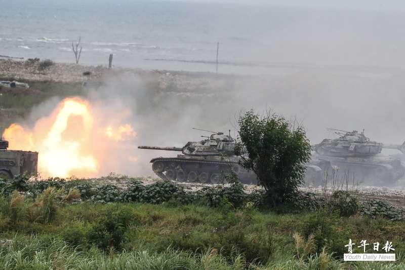 國軍漢光36號演習正式操演前,最後1次實施實兵實彈預演,圖為M60A3 TTS 巴頓主戰車進行戰車砲射擊。(青年日報社提供)