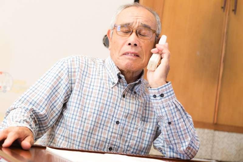 為甚麼家中的長輩年紀越大反而越難溝通,講沒幾句就生氣呢?(圖/取自pakutaso)
