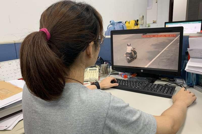 新北環保局利用車牌辨識系統搭載噪音計科技執法取締噪音車維護民眾生活安寧。(圖/新北市環保局提供)