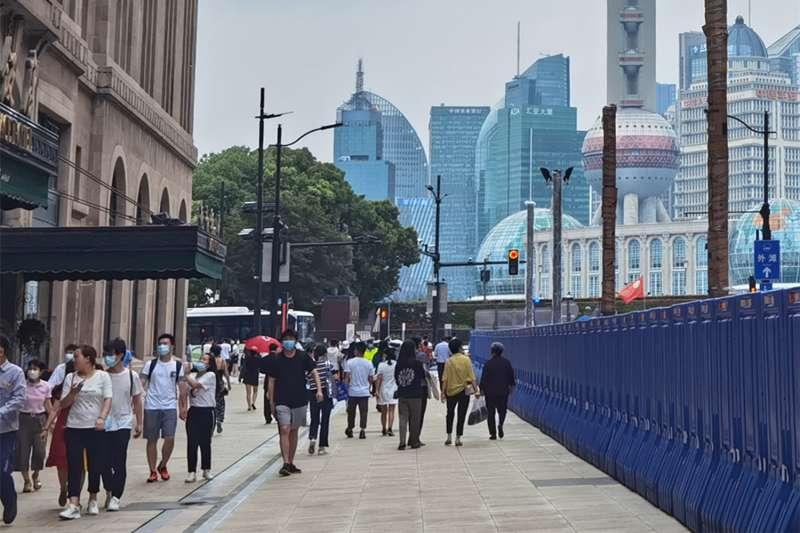上海南京路外灘客流逐步恢復。(新華社)