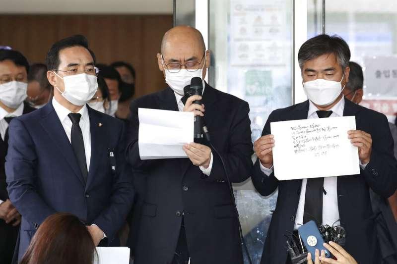 日前失蹤驚動全南韓的首爾市長朴元淳,其遺體10日凌晨零時在市區北部的北嶽山附近被發現,享年64歲。首爾市官員公開其遺書。(AP)