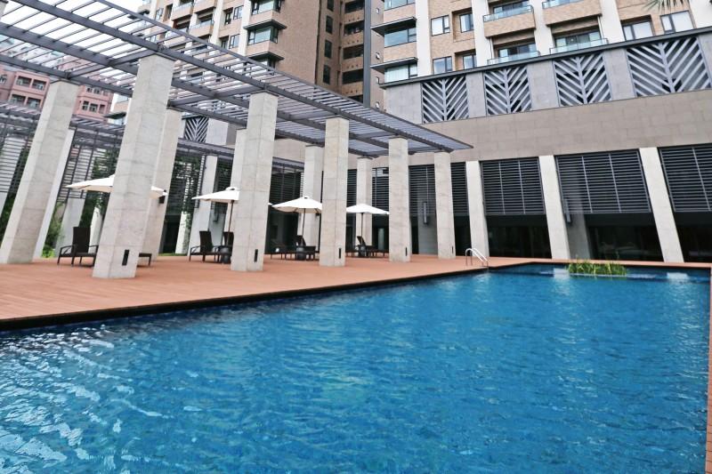 想買大型社區的買家,可先衡量買房金額中占據一定比例的公設,如健身房、游泳池等,是否真的符合自己需求。(林瑞慶攝)