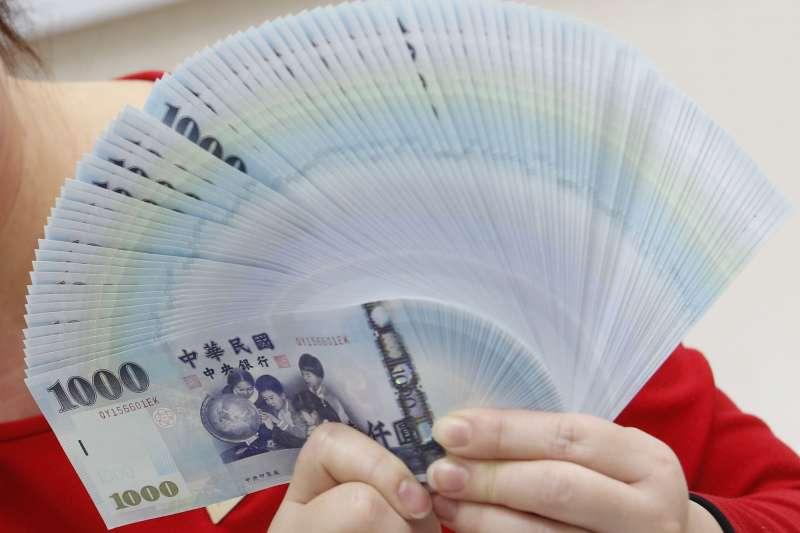 三節獎金中的中秋節將近,會不會因為疫情而減少獎金呢?(資料照/郭晉瑋攝)