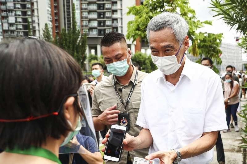 2020年7月10日,新加坡國會大選,總理李顯龍投票(AP)