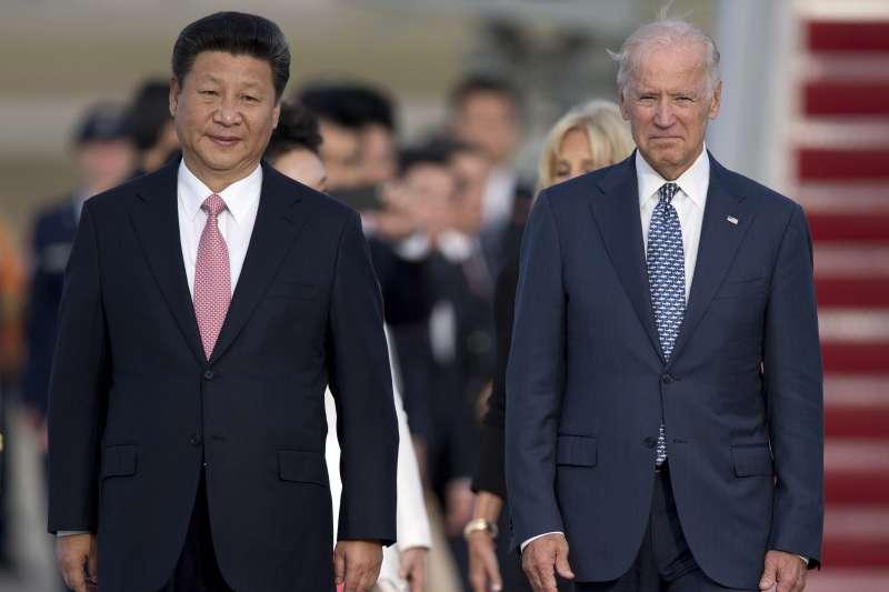 2015年9月24日,中國國家主席習近平訪問美國,時任美國副總統拜登在華府迎接(AP)
