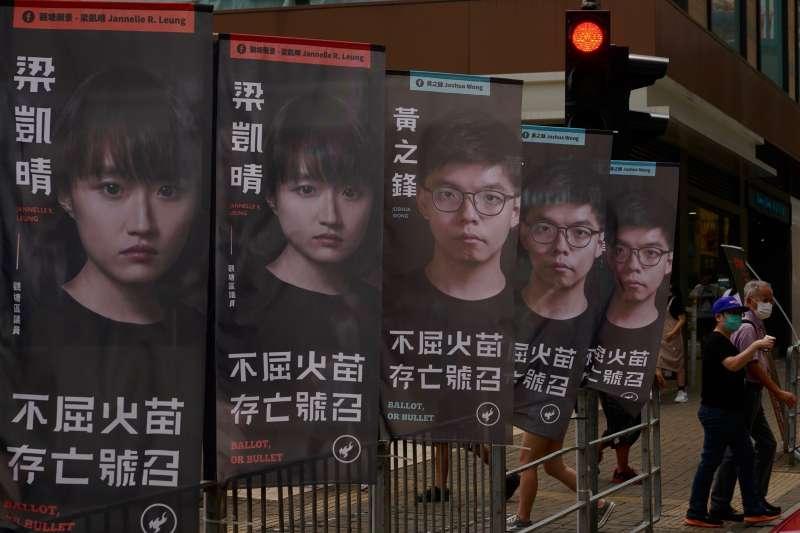 據港媒報導,今年3月初舉行的中國全國「兩會」,將提出大幅度修改香港選舉制度,以確保「愛國者治港」方針。圖為2020香港民主派初選。(資料照,美聯社)