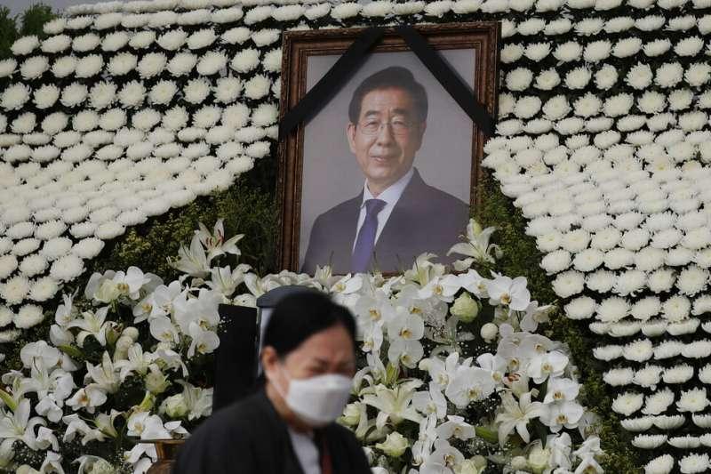 首爾市長朴元淳日前自殺身亡,他的告別式13日在爭議聲中舉行。(美聯社)