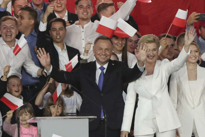 波蘭總統大選,反同總統杜達驚險連任(AP)