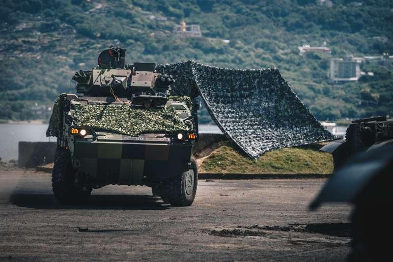 20200714-漢光演習今(14)日進入第2天,第三作戰區由駐紮在淡水河畔的陸軍關渡地區指揮部執行河防守備演練。圖為CM34雲豹裝甲車。(軍聞社提供)